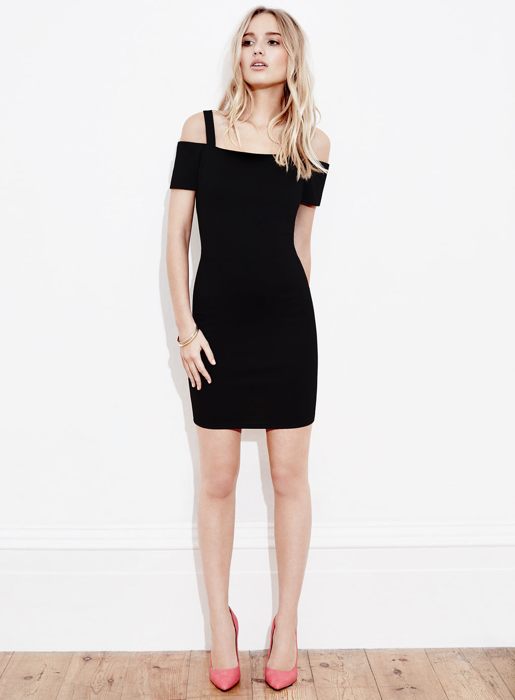15% OffDresses & Students 20% Off Full Price @ Miss Selfridge