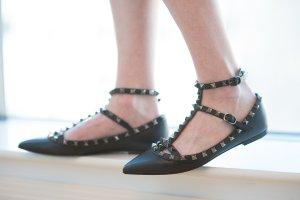 5折Valentino Garavani 精选美鞋热卖 $497.5起收铆钉鞋