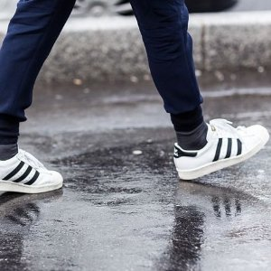 低至5折+额外8折Adidas Superstar 系列男鞋 折上折热卖