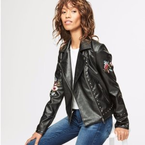 Up to 70% OffSitewide @ Aeropostale